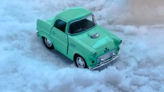 1955 Ford Thunderbird (zbay IIK FOTORAFILIK) Tags: winter stilllife 1955 car toys taxi kar araba obje k oyuncak fordthunderbird klasik otomobil sonydschx300 vision:mountain=0599 vision:outdoor=0895 frtnakuu