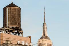 New York (Edi Bhler) Tags: newyorkcity newyork building structure highrise bauwerk gebude wasserturm wassertank hochhaus vereinigtestaaten 70200mmf28 nikond3 structuredetail empirestatebuildingnewyorklm bauwerkdetail
