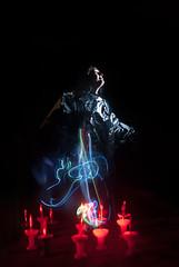 Exposicin Mltiple (GMH) Tags: luces retrato flash estudio colores laser salto saltando agujas experimento clavos saltar exposicionmultiple chinches