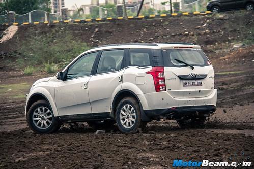 2015-Mahindra-XUV500-13
