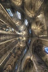 ... levanta la cabeza, hay muchas cosas que ver ... (franma65) Tags: contrapicado barcelona santamariadelmar barriogotico catedral