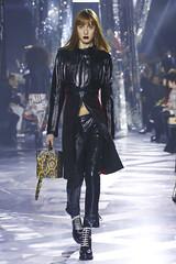 lt28264 (dp3061971) Tags: collection fw16 fallwinter2016 fashion fashionshow fashionweek louisvuitton nowfashion paris readytowear runway style