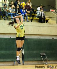 Serving (Danny VB) Tags: volleyball carabins vertetor cepsum udem sport sports action photo photography canon 6d dannyboy autumn fall automne university