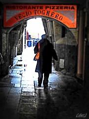 ___ verso la luce ___ (erman_53fotoclik) Tags: panasonik dmc tz25 erman53fotoclik controluce figura luce portico selciato bagnato insegna borsa donna chioggia calle