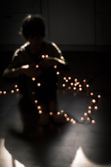 Enredado en las estrellas *EXPLORE* (Monica Fiuza) Tags: navidad christmas children niño bokeh estrellas stars luces lights xmas