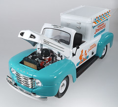 YAT-Howard-Johnson's-engine (adrianz toyz) Tags: yat ming road legends 1948 ford f1 pickup howard johnsons ice cream truck 118 scale diecast toy model