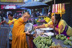 Thai Way of Life_Ratchaburi Market.jpg (Traveloscopy) Tags: streetfood ตลาด พระ ภาคกลาง ราชบุรี