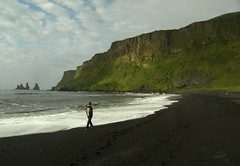 An Iceland classic (Begoña Fernández) Tags: islandia iceland víkímýrdal reynisdrangur reynisdrangar reynisfjall trolls seastacks reynisfjara basalto playa beach hondartza basalt vik dyrholaey