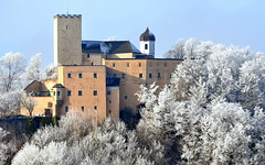 Castle / Burg (be there...) Tags: architecture building castle architektur gebude burg mauer rauch kapelle raureif bume wall smoke chapel rime trees hill berg winter zamek zima wzgorze drzewa szron bawaria niemcy bayern deutschland bavaria germany oberpfalz upperpalatinate