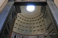 Rome, Pantheon, entrance (blauepics) Tags: italien italy italia rom rome roma city stadt building gebude historical historisch unesco world heritage site weltkulturerbe roman rmisch pantheon entrance eingang gate tor tombs grber