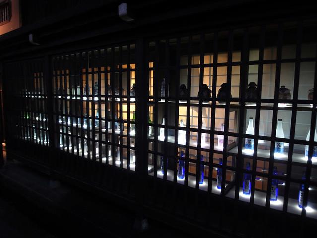 昼とは違った雰囲気の飛騨高山の舩坂酒造店|(有)舩坂酒造店