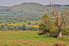 Caer Caradoc from Long Mynd (Jim the Joker) Tags: train railway brush churchstretton caercaradoc class47 type4 allstretton 47805 47853 5z74 themarchesline