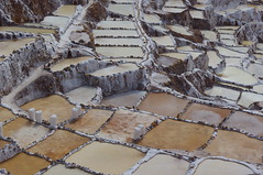 Las salineras de Maras, Peru (ARNAUD_Z_VOYAGE) Tags: sea people white black peru water inca cuzco america landscape amazing pentax cusco south salt valley sacred andes sel ponds region maras terasse evaporation prou kx explotation salineras