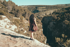 canyon edge (gorbot.) Tags: spring sicily roberta sicilia necropolis lightroom rangefindercamera pantalica mmount leicam8 voigtlander28mmultronf19 vscofilm