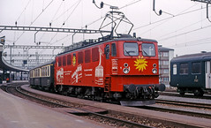 SOB Ae477 910 (maurizio messa) Tags: railroad advertising switzerland railway trains svizzera bahn mau sponsor sob schwyz pubblicit ferrovia treni werbe yashicafxd holzroller br242 ae477