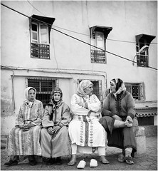 Women's words - Fs (Alain Licari - Balades en Photographie) Tags: street portrait urban 50mm nikon women