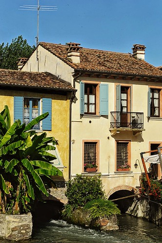 "Le case a Borghetto • <a style=""font-size:0.8em;"" href=""http://www.flickr.com/photos/121308622@N02/14927665716/"" target=""_blank"">View on Flickr</a>"