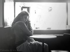 Medida de mi tiempo (Veronka&cia) Tags: blancoynegro bar ventana mujer pensativa sentada