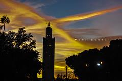 O Cu reverencia a mesquita (Centim) Tags: nikon torre foto cu morocco marrakech fotografia tarde marrocos crepsculo mesquita frica d90 edificao marraquesh continenteafricano crepsculovespertino mesquitadakutubia