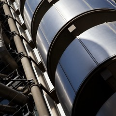 Lloyd's (itmpa) Tags: london skyscraper canon square office crop cropped hightech 1970s 1980s insurance lloyds limestreet listed cityoflondon grade1 lloydsbuilding 6d richardrogers lloydsoflondon rrp richardrogerspartnership ovearuppartners canon6d tomparnell itmpa 197886 archhist