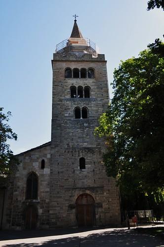 Clocher-porche roman (fin XIIe), cathédrale Notre-Dame du Glarier, Sion, canton du Valais, Suisse.