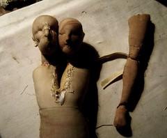 j u N TOS                  ? (Valeria Dalmon) Tags: sculpture brown art teatro soft arte siames tierra hilos textil amorfo hermafrodita androgino textl valeriadalmon