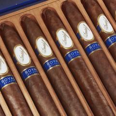 A very special cigar of the day, the 8-year aged #Davidoff Royal Release #cigar #cigarsnob #cigarsmoker #cigarlifestyle #cigarlover #cigarporn #cigaraficionado #luxurycigars #limitededition #cigarphotographer Thecigarphotographer.com (thecigarphotographer) Tags: ifttt instagram cigars