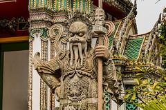 Porte du temple Wat Pho (Cathy_abd) Tags: bouddha thaïlande statue temple wat po asie asiedusudest bangkok bouddhisme capitalesinternationales destinationdevoyage en rang horizontal imageencouleur or photographie prisedevueenintérieur religion sanctuaire structure bâtie tourisme touriste vue latérale cathyabd