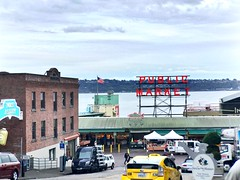 Headed to the Market (paumill15) Tags: iphone6plus washington seattle pikeplacemarket