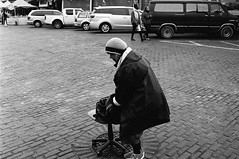 freedom vanilla (all the bulbs are spent...) Tags: bag brickroad cars deskchair emeraldcity knithat kodaktrix400 leicam6 pikeplace pikeplacemarket streetphotography touristtrap van voigtlndernoktonclassic35mmf14 seattle