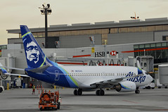 Alaska Airlines N613AS (V1 Aviation Photography) Tags: calgaryinternationalairport cyyc yyc boeing alaskaairlines 737790wl b737 737790 737700wl n613as