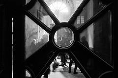 O outro lado / The other side (Francisco (PortoPortugal)) Tags: 2272016 20140405fpbo1439 pb bw monocrome interiores indoors palciodobolho porto portugal portografiaassociaofotogrficadoporto franciscooliveira