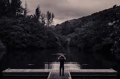 (A. del Campo) Tags: nikon nikkor naturaleza nature naturallight nikond7000 blancoynegro blackandwhite asturias embalsedevaldemurio quirs agua water man embalse retrato monochrome monocromo paisaje landscape