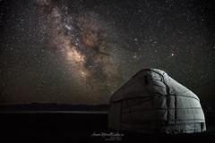Song Kol (aner.mentxaka) Tags: songkol laku lago lake yurta yurt home house lifestyle steppe longexposure kochkor kirguistan kyrgyzstan kirguiziya centralasia asia nomads gau nocturna night stars astronomy sky galaxie milkyway