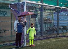 Semana dura. 147/365. (anajvan) Tags: lluvia portero futbol paraguas
