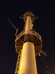 Radar (Skylark92) Tags: nederland netherlands holland noordholland ijmuiden radar paal pole mast tower night long exposure nacht stars sterren sky lucht kanaaldijk