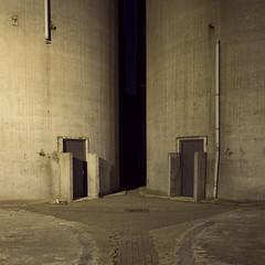 Veghel (Danny Holleman) Tags: veghel noordkade silo concrete beton square industrial graansilo grainsilo grain night dark