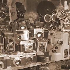 vintage (Giovanna Masetti) Tags: seppia bianco e nero cose macchine fotografiche vintage