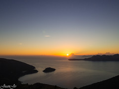 Buenos días! (juanjo peñalver) Tags: sea sol sun seascape sunrise agua amanecer formentor mallorca mediterraneo mar marina mountain morning
