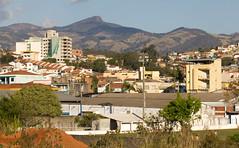 cidade sul de minas (Andre Zuin) Tags: city houses homes cidade brazil people arquitetura brasil minas gerais hills mg serra casas montain morros colinas bomjesus serradamantiqueira cambui suldeminas pedradesodomingos