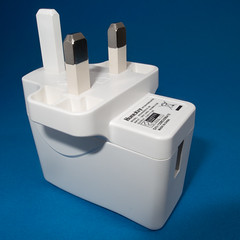 Power plug (Solas beag) Tags: macro google flickr 28mm googleimages powerplug offcameraflash tabletopphotography huntkey nikonsb800speedlite ricohgrdiv ricohgrd4
