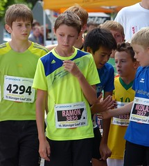 Thinking 2 (Cavabienmerci) Tags: boy sports boys sport youth race children schweiz switzerland  child suisse earring running run course runners earrings pied runner 2014 lufer mnsingen lauf coureur coureurs louf mnsiger