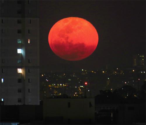 Nascer de lua cheia