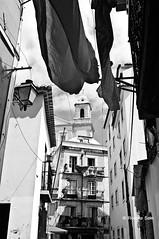 Lisbona - Quartiere Alfama (rosella sale) Tags: lisboa case scorcio lisbona portogallo prospettiva panni quartierealfama fotorosellasale