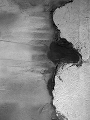 Un mur (queropere) Tags: mur pared blancinegre camí sortida carrer fora salt pedaç queropere