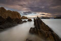 04122016-IMG_0468.jpg (intxaur) Tags: nubes cielo rocas largaexposición santander playa mar cantabria amanecer arnia paisaje