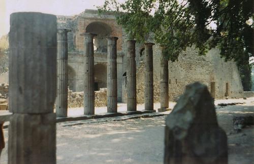 Chegando ao anfiteatro de Pompeia