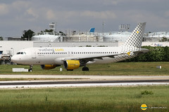 Vueling Airlines  EC-KLB  A320-214  Vuela y Punto (airbus02) Tags: vueling airlines airbus a320 paris orly