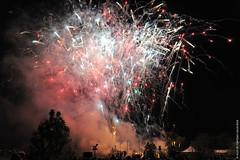 Feu d'artifice au parc des carrières (Fontenay-sous-Bois - Officiel) Tags: fontenay fontenaysousbois regionparisienne valdemarne iledefrance 94 94120 feu feudartifice firework nuit fumee smoke night france paris