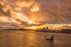 Magic light in Oslo (gislepa) Tags: autumn himmel lyshstlight november oslo sky solnedgang sunset